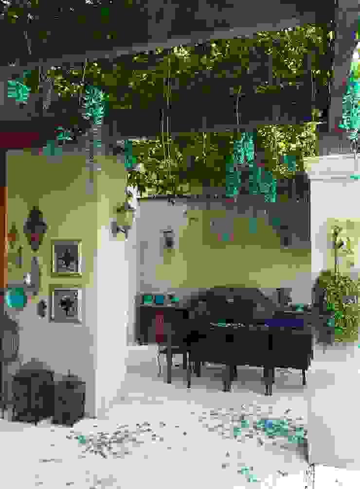Residência Quinta do Golfe Varandas, alpendres e terraços mediterrâneo por FERNANDO ROMA . estudioROMA Mediterrâneo