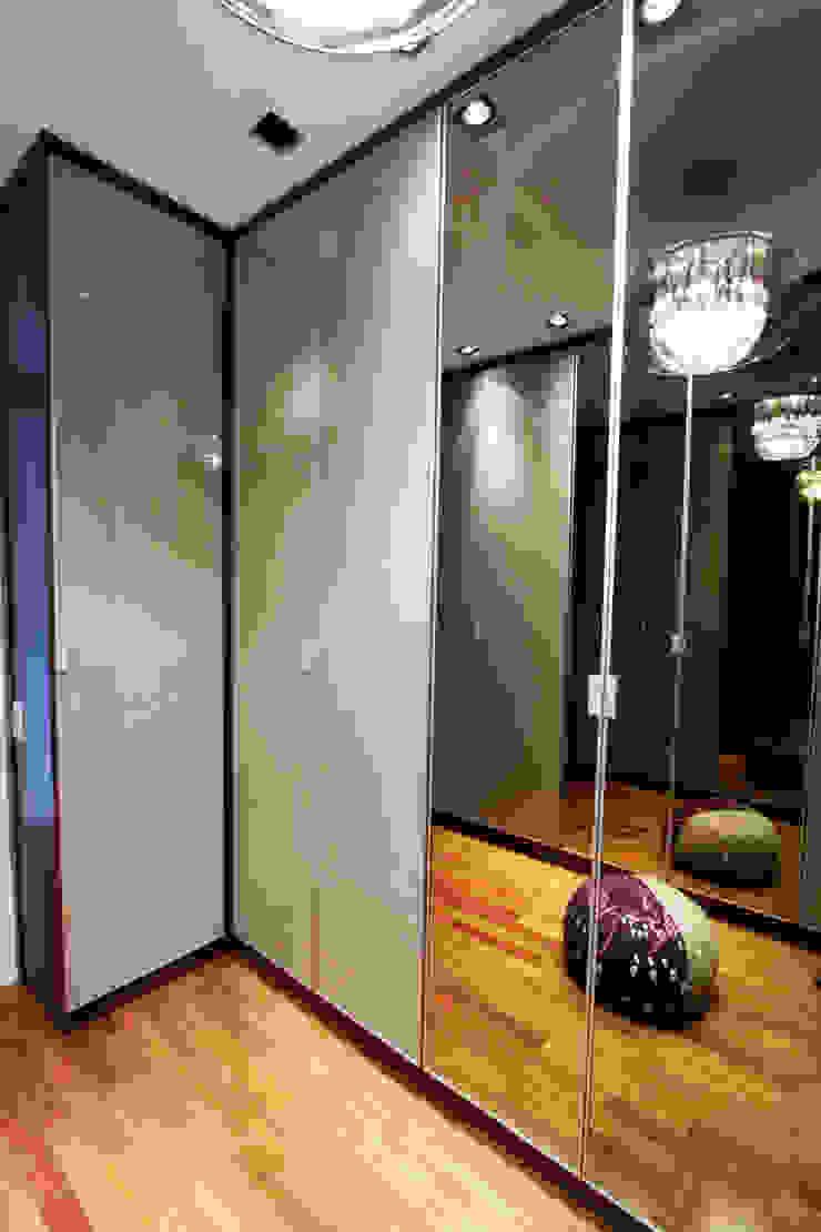 Apartamento Itaim Closets por Officina44 Moderno