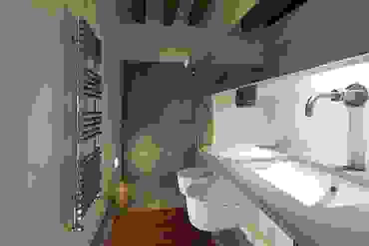 Bagno ospiti Bagno moderno di cristina mecatti interior design Moderno
