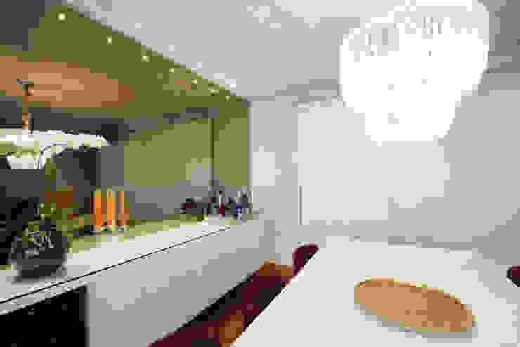 Apartamento Itaim Salas de jantar modernas por Officina44 Moderno