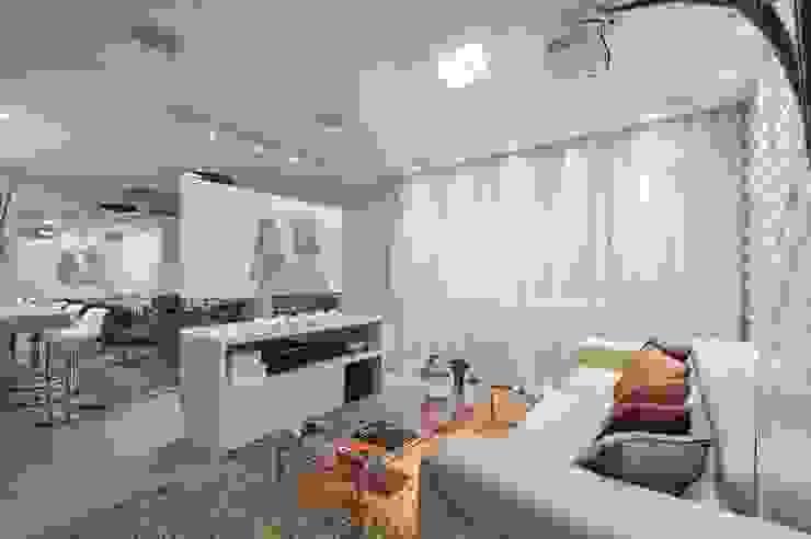Hall de entrada, Home, Living e Gourmet Salas multimídia modernas por Andréa Carvalho Arquitetos Associados Moderno
