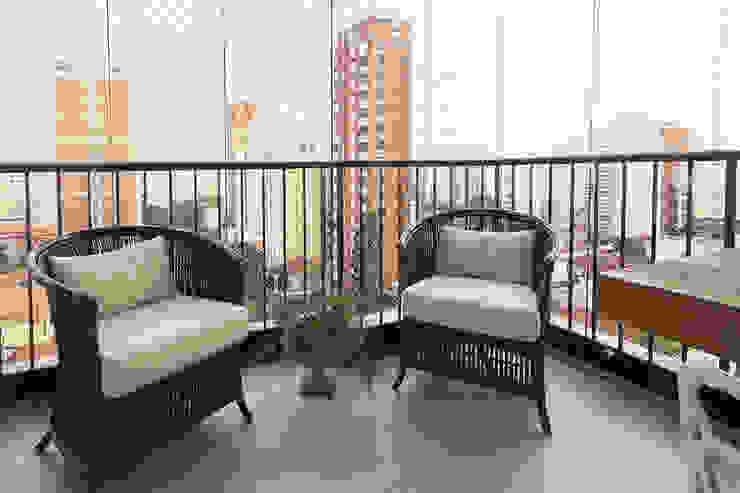 Apartamento em Pinheiros Varandas, alpendres e terraços modernos por Officina44 Moderno
