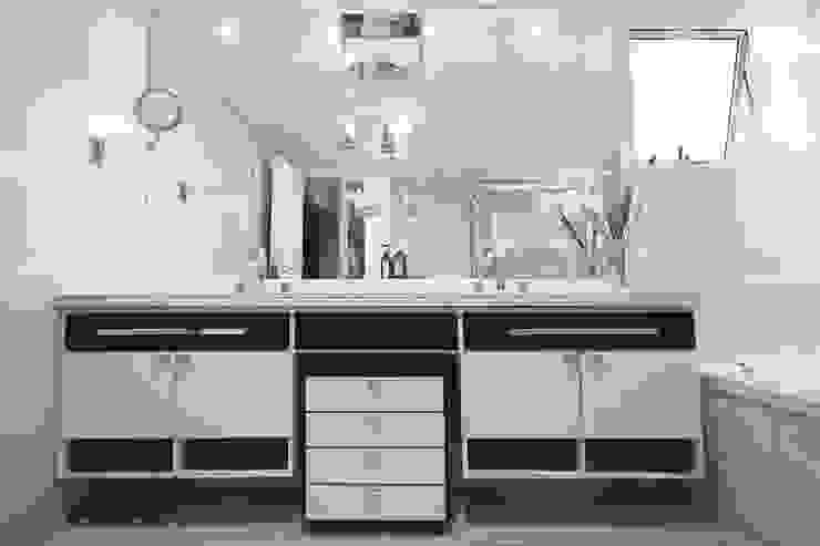 Apartamento em Pinheiros Banheiros modernos por Officina44 Moderno