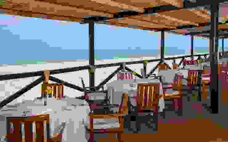 """Restaurante """"La Ribera"""". Comedores eclécticos de MC Design Ecléctico Madera maciza Multicolor"""