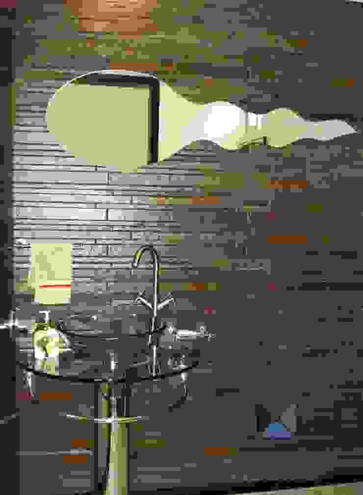 proyecto residencial <q>SR01</q> Baños eclécticos de PORTO Arquitectura + Diseño de Interiores Ecléctico