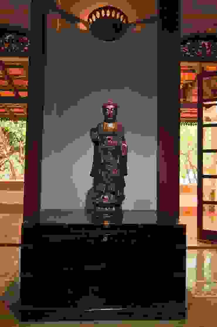 Yassmine Modern living room by Rita Mody Joshi & Associates Modern