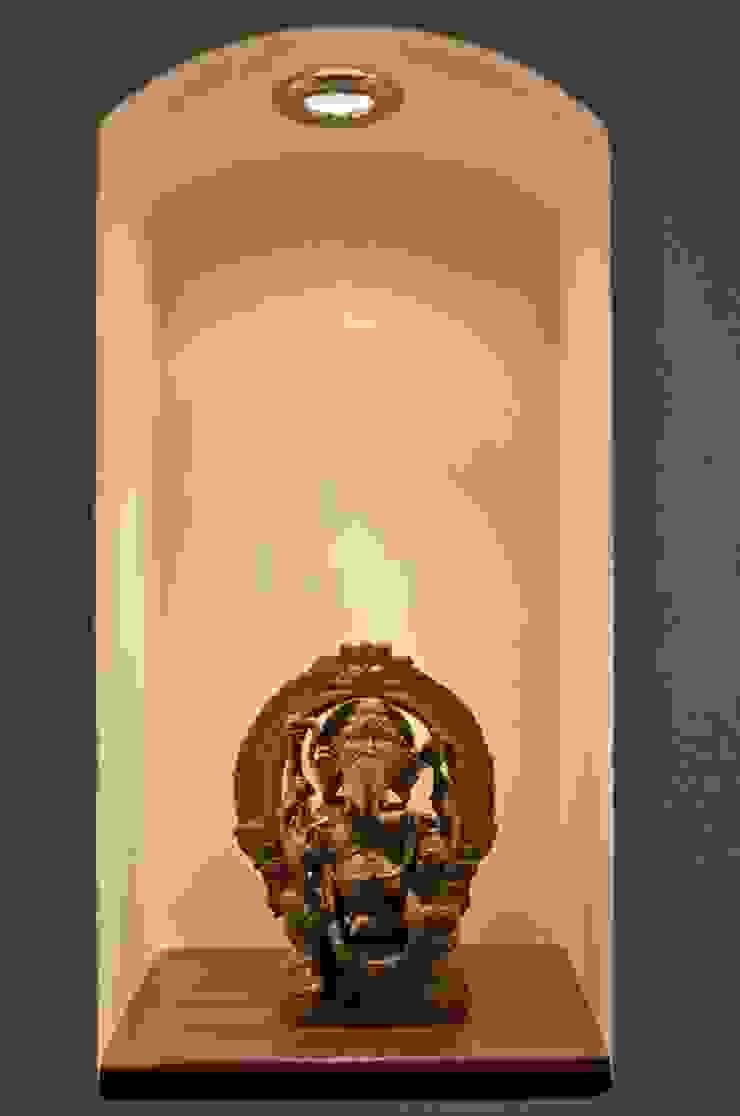 Yassmine Modern corridor, hallway & stairs by Rita Mody Joshi & Associates Modern