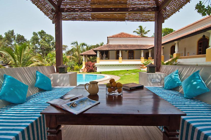 Yassmine Modern balcony, veranda & terrace by Rita Mody Joshi & Associates Modern