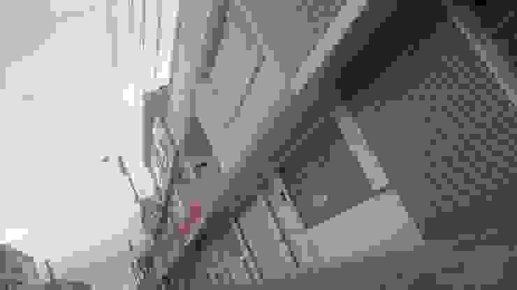 Perspectiva de la fachada principal. Balcones y terrazas de estilo minimalista de MVP arquitectos Minimalista Granito