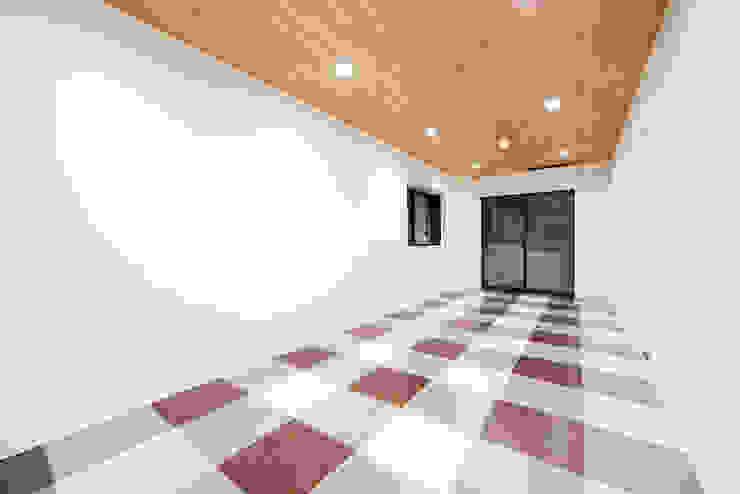遊びに来ている、そんな風に日々楽しい部屋: 株式会社クラスコデザインスタジオが手掛けた現代のです。,モダン
