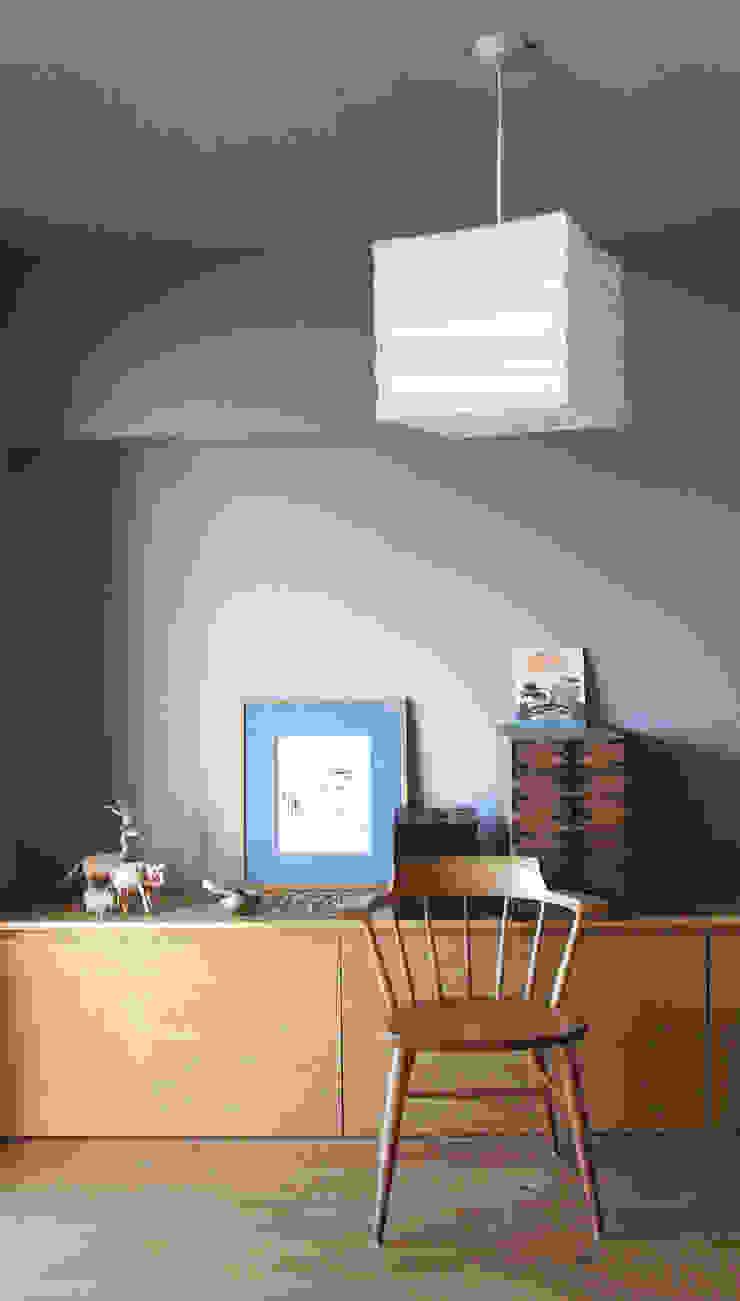 Matsumicho House オリジナルな 壁&床 の イロリイデザイン オリジナル 木 木目調