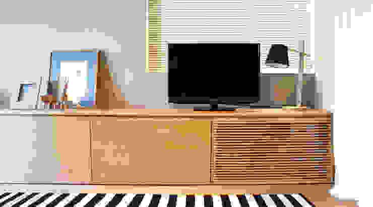 Matsumicho House: イロリイデザインが手掛けた折衷的なです。,オリジナル 木 木目調