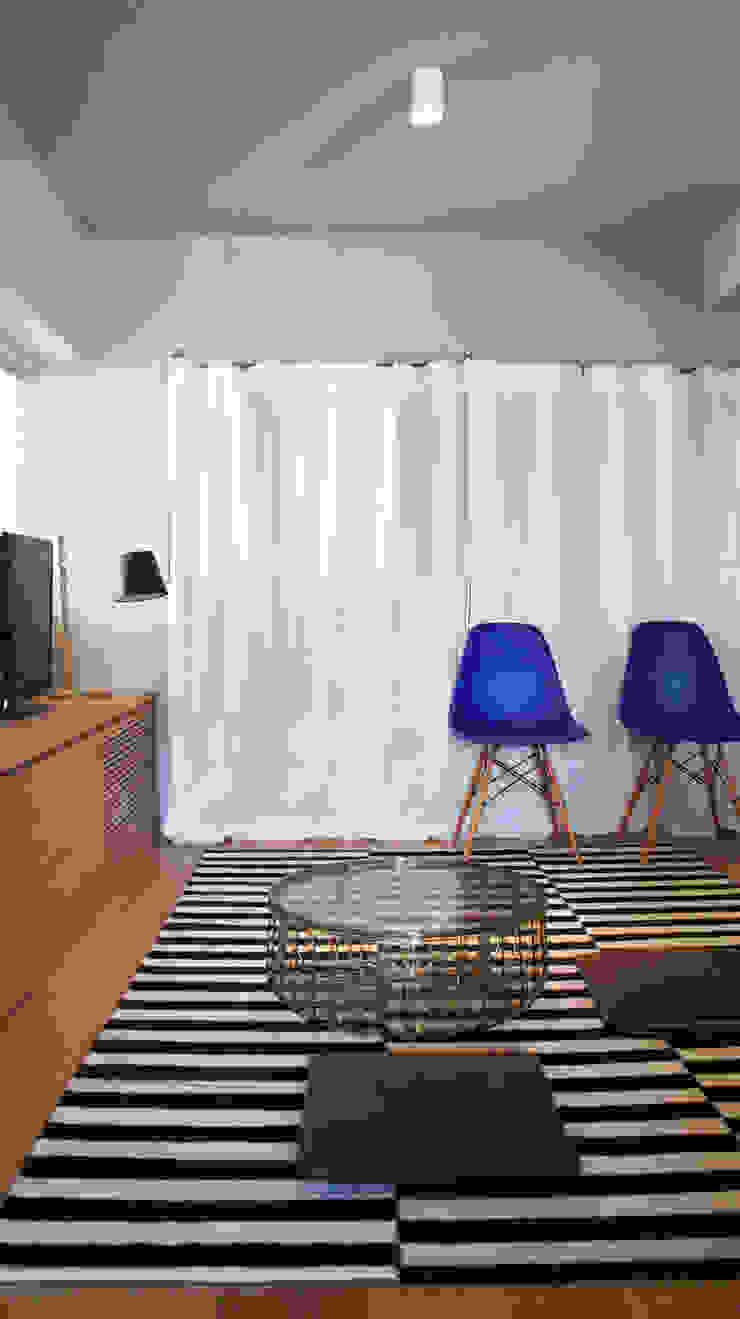 Matsumicho House オリジナルデザインの 多目的室 の イロリイデザイン オリジナル 木 木目調