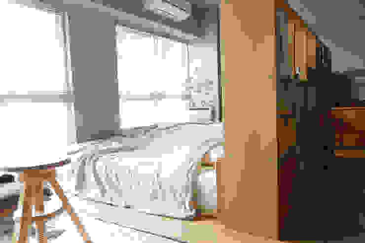 Matsumicho House イロリイデザイン オリジナルスタイルの 寝室 木目調