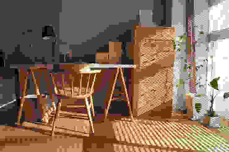 Matsumicho House オリジナルデザインの 書斎 の イロリイデザイン オリジナル 木 木目調