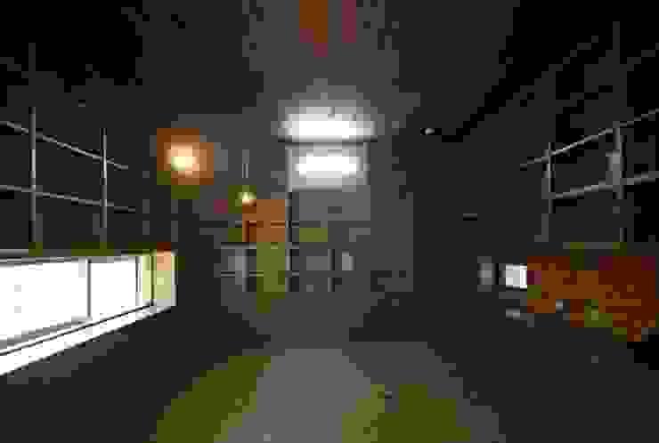 書庫・書斎: 仁設計が手掛けたクラシックです。,クラシック