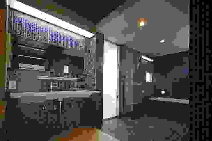 浴室: 仁設計が手掛けたクラシックです。,クラシック