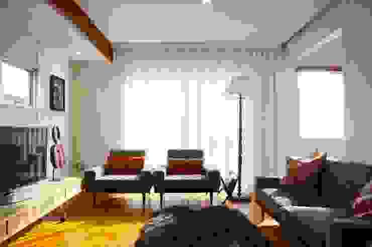 Ruang Keluarga Modern Oleh HOUSETRAD CO.,LTD Modern