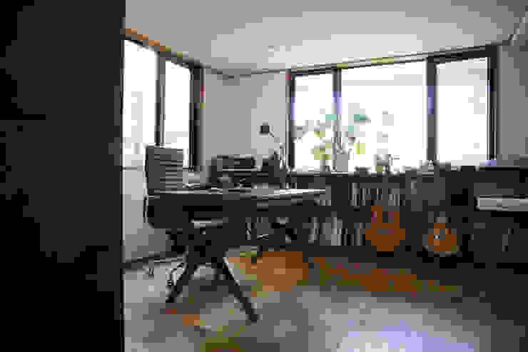 TOKYO STANDARD HOUSE case2 モダンデザインの 書斎 の HOUSETRAD CO.,LTD モダン
