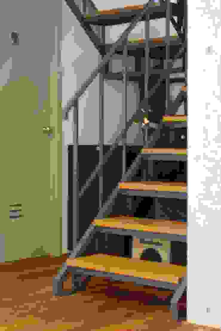 TOKYO STANDARD HOUSE case2 モダンスタイルの 玄関&廊下&階段 の HOUSETRAD CO.,LTD モダン