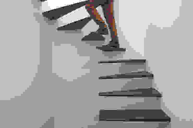 Minimalist corridor, hallway & stairs by feedback-studio arquitectos Minimalist