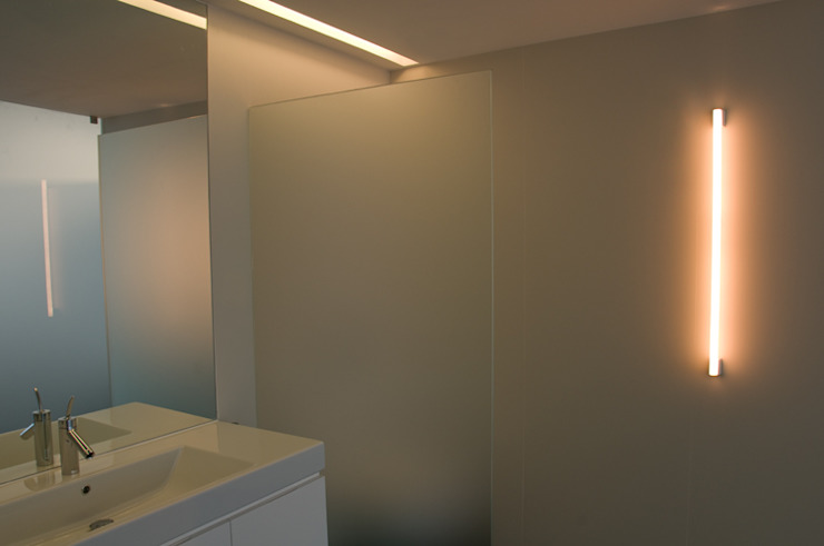 casa de banho principal Casas de banho minimalistas por feedback-studio arquitectos Minimalista