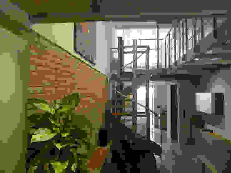 Blick in den Salon Moderne Wohnzimmer von gujber architekten Modern