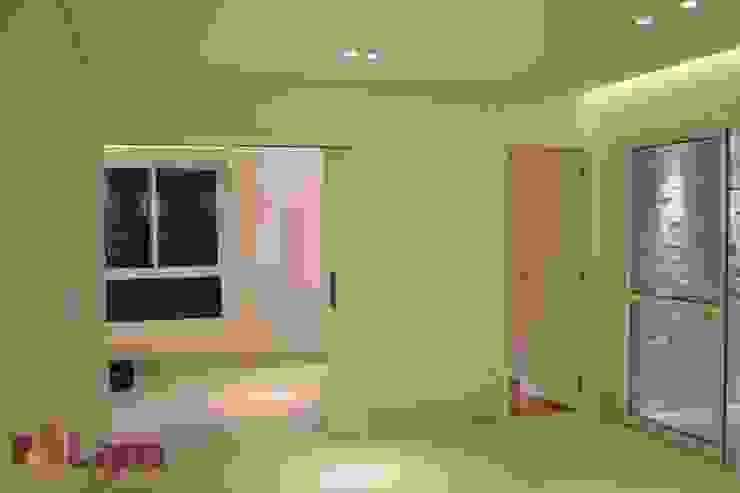 Sala de Estar Salas de estar modernas por LAM Arquitetura   Interiores Moderno