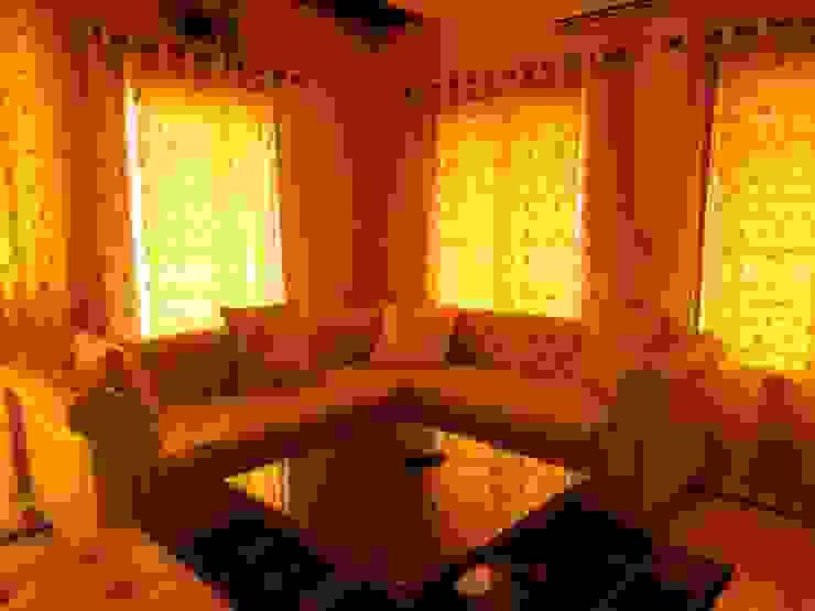 Residence. Modern living room by Rita Mody Joshi & Associates Modern