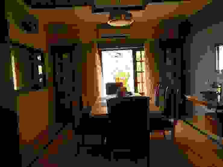 Residence. Modern dining room by Rita Mody Joshi & Associates Modern