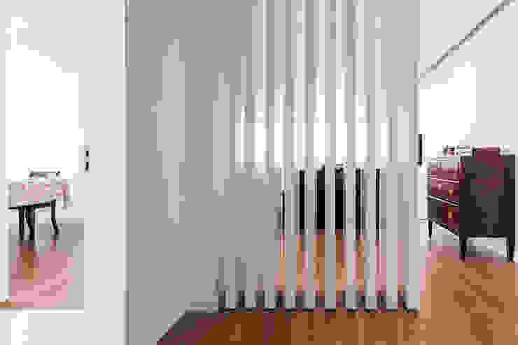 Ingresso, Corridoio & Scale in stile moderno di Ponto Cúbico Moderno