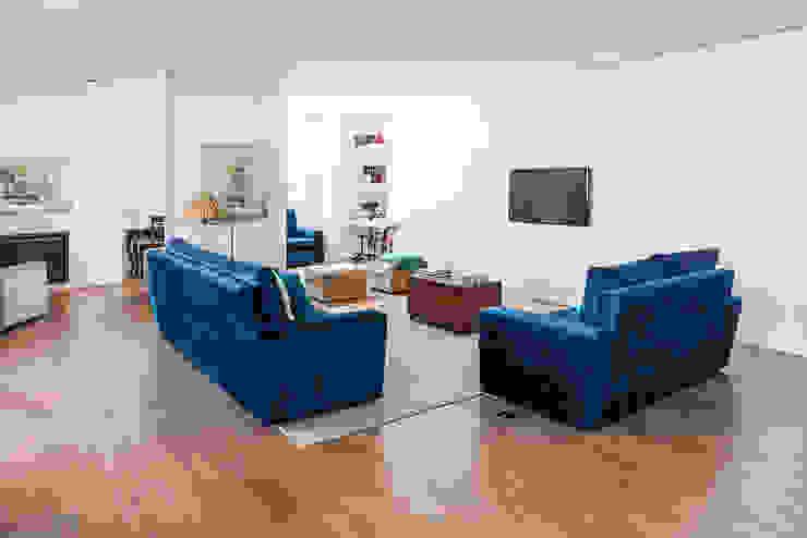 Remodelação AMH: Salas de estar  por Ponto Cúbico