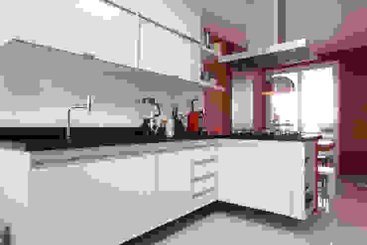 Apartamento Pinheiros 2 Cozinhas modernas por Officina44 Moderno