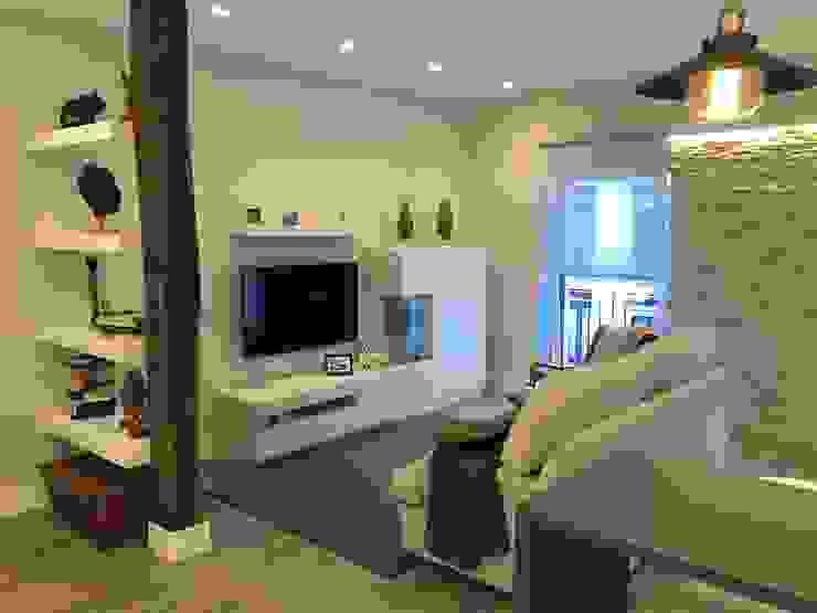 Reforma de un apartamento en el centro de San Sebastian Salones de estilo moderno de EKIDAZU Moderno