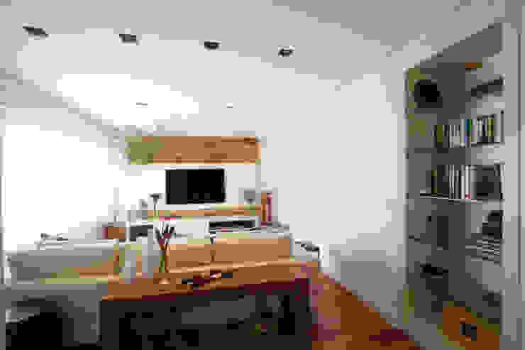 Apartamento Pinheiros 2 Salas de estar modernas por Officina44 Moderno