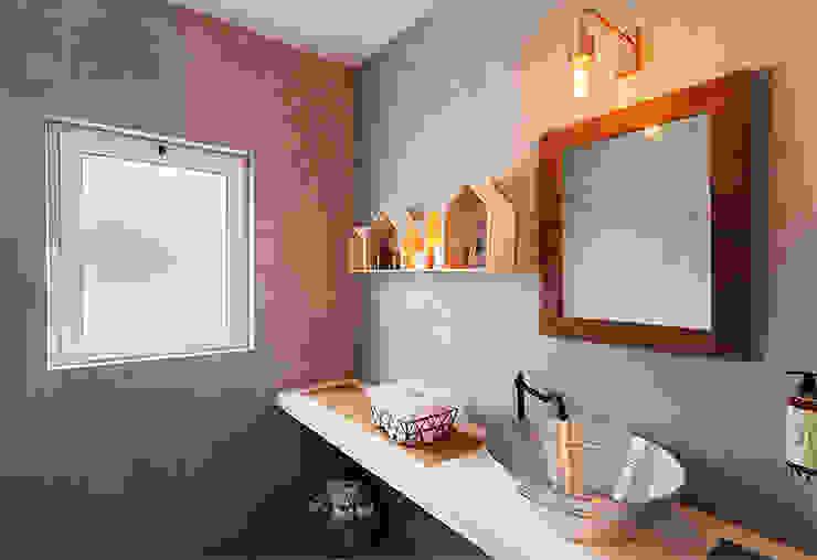 Baños de estilo  por SegmentoPonto4, Rural