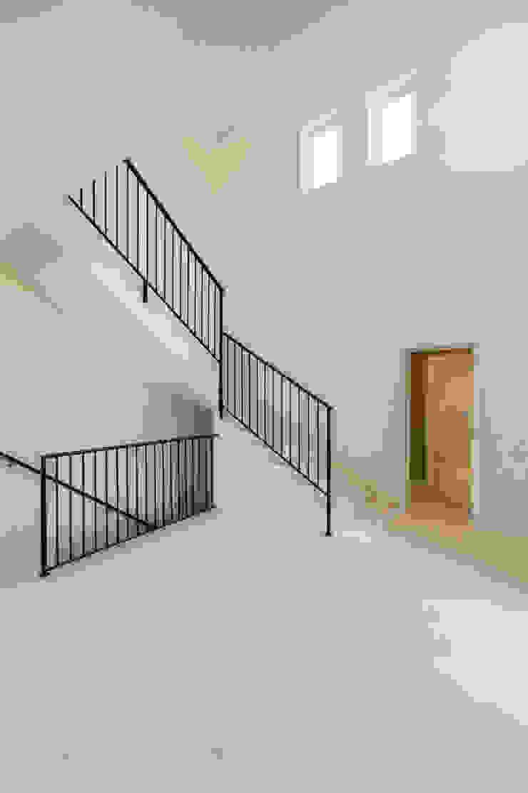 Rustic style corridor, hallway & stairs by ISLABAU constructora Rustic