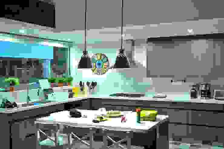 Casa Restrepo Botero: Cocinas de estilo  por WVARQUITECTOS,