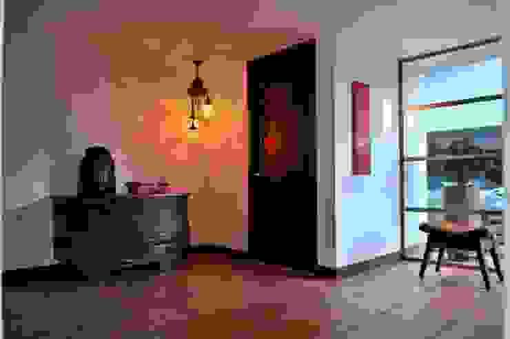 Pasillos, vestíbulos y escaleras clásicas de WVARQUITECTOS Clásico