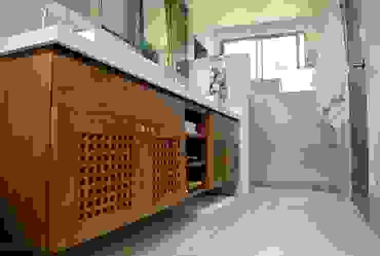 Classic style bathroom by WVARQUITECTOS Classic