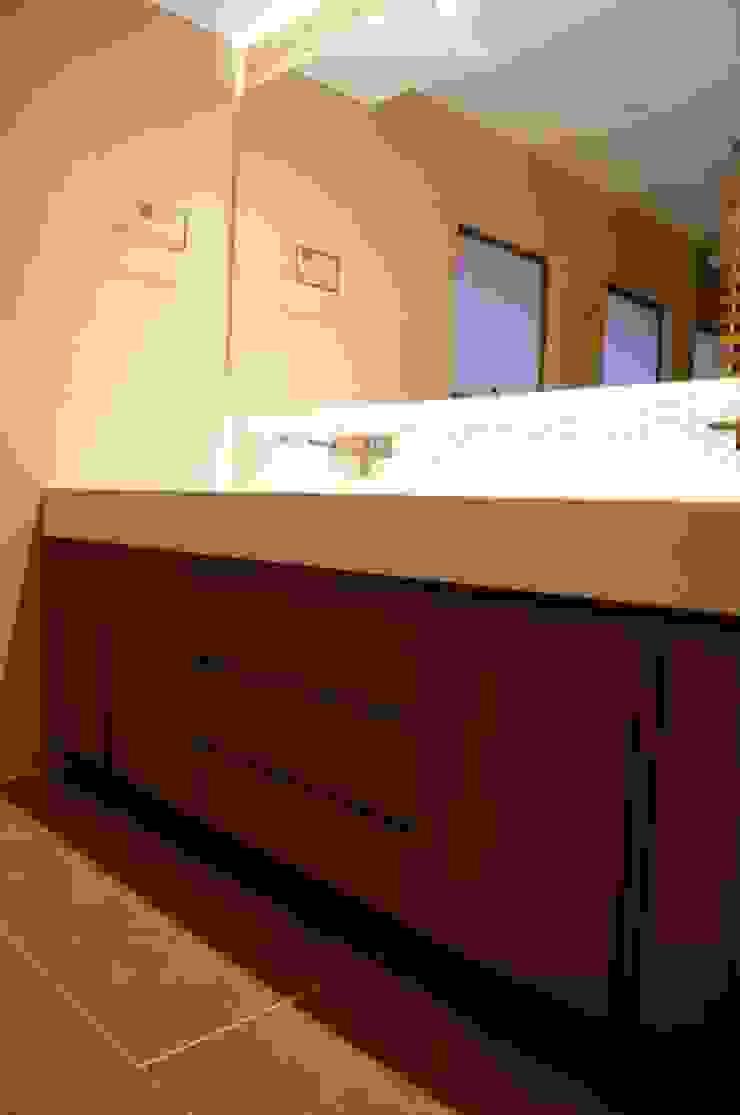 Mueble Baño Baños de estilo clásico de MARECO DESIGN S.A.S Clásico