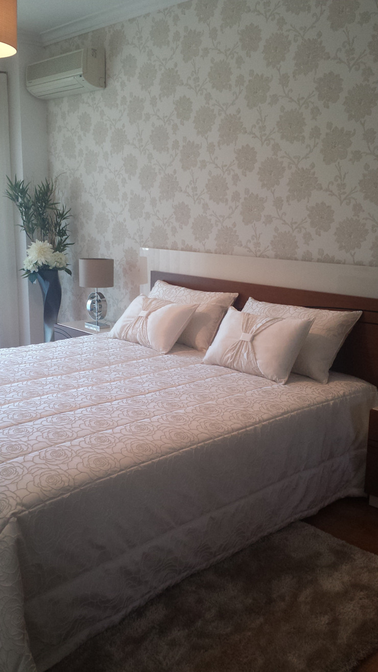 Decoracoes Gina, Lda BedroomBeds & headboards