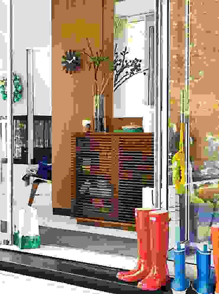 Consola LINE diseñado por Nathan Yong para DWR. de Design Within Reach Mexico Moderno Madera Acabado en madera