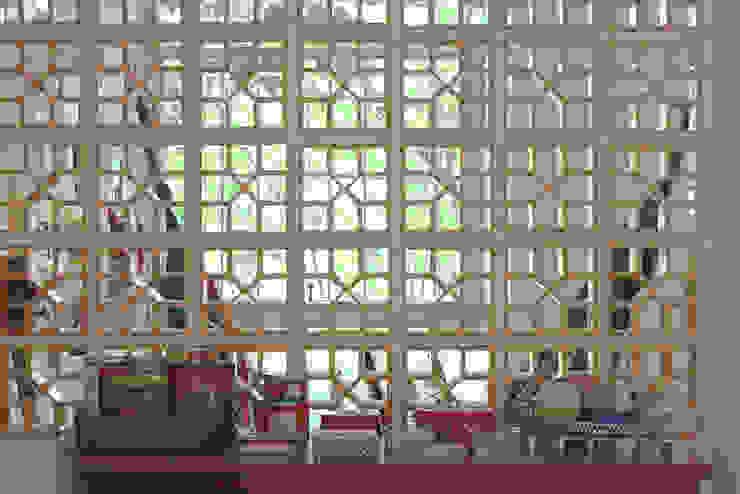 Cobogó Portas e janelas modernas por omnibus arquitetura Moderno Cerâmica