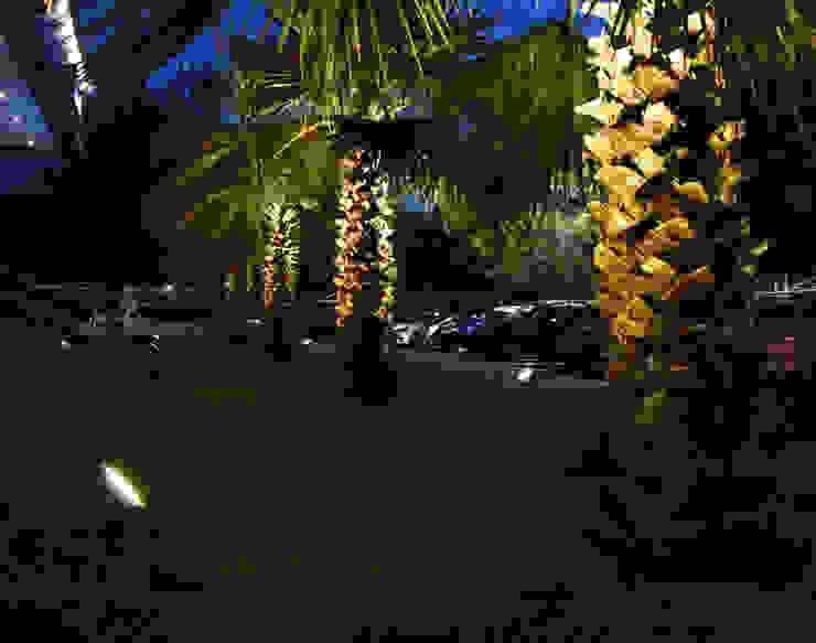 Proyector de Exterior Jardines modernos: Ideas, imágenes y decoración de Griscan diseño iluminación Moderno