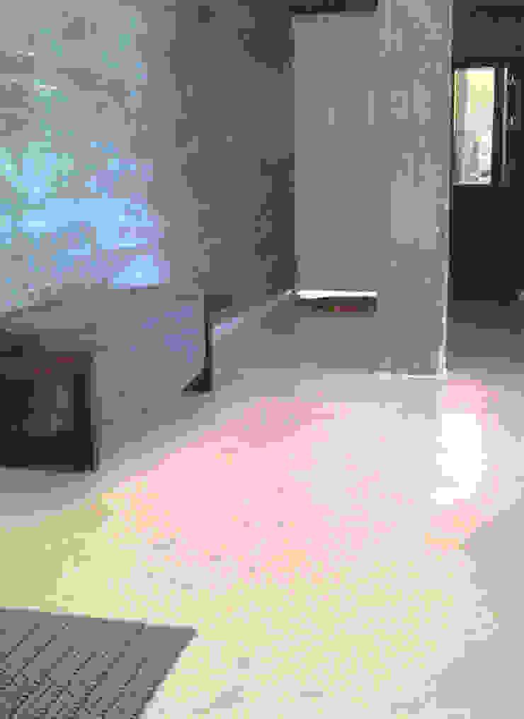 piso monolítico - ap varandas Paredes e pisos modernos por omnibus arquitetura Moderno