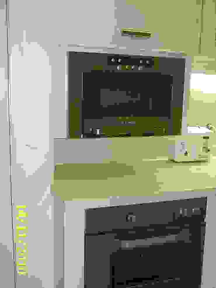 Cozinha - detalhe forno e micro ondas Cozinhas clássicas por mr maria regina de mello vianna arquitetura e interiores Clássico