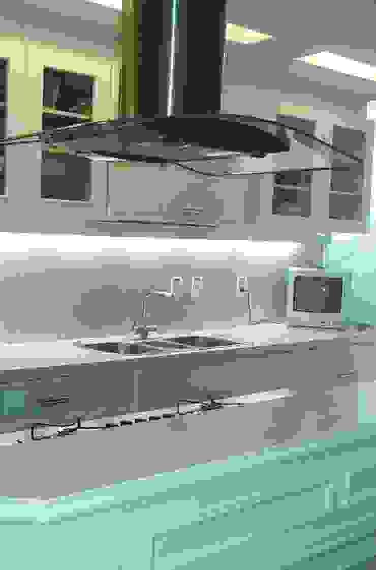 Cozinha Cozinhas clássicas por mr maria regina de mello vianna arquitetura e interiores Clássico
