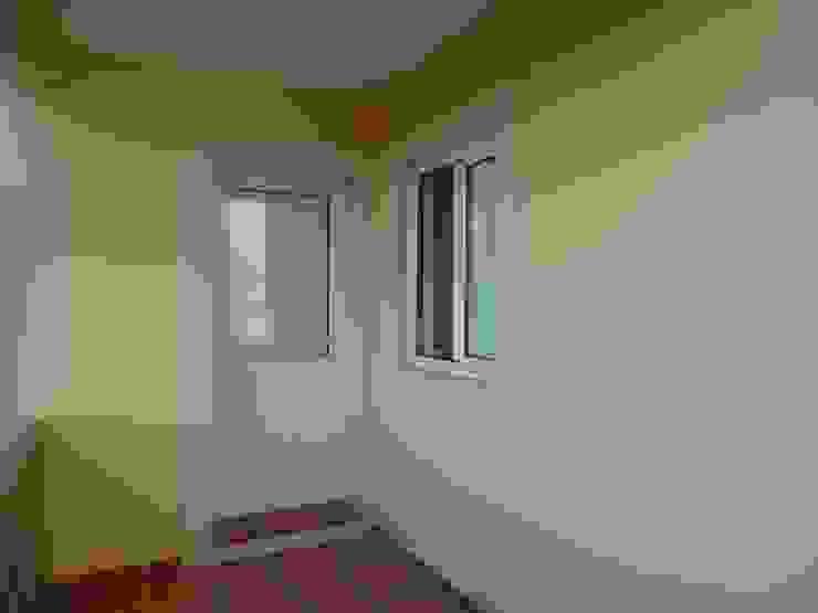 Окна и двери в рустикальном стиле от Atádega Sociedade de Construções, Lda Рустикальный Алюминий / Цинк