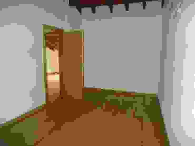 Dormitorios de estilo rústico de Atádega Sociedade de Construções, Lda Rústico Madera Acabado en madera